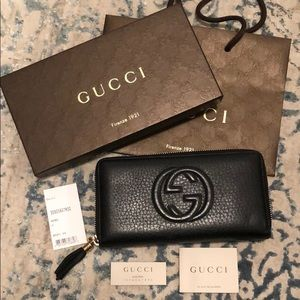 Gucci soho black pebble leather zip around wallet